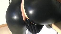 DonnaErotica - Latex Arsch mit Plug gefickt Gratis Bonus im Clip