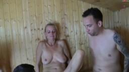 Dirty-Tina - Beine breit im Saunaclub - Die Milf-Schlampe fuer Jedermann