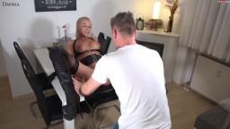 Daynia - Abartig perverser Fremdfick - Arschgefickte dreckige Straps-Ficksau bekommt XXXL Saftexplosionen