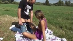 DeniseDELUXE19 - Ficken beim Picknick