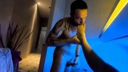 LaraLuana - Footjob in der Sauna