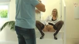 Dirty-Tina - Blowjob Quickie beim Fotoshoot