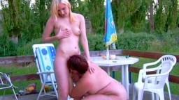 annadevot - Outdoor Bi-Sex auf der Terrasse